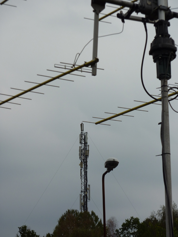 Cellular mast and 70cm array
